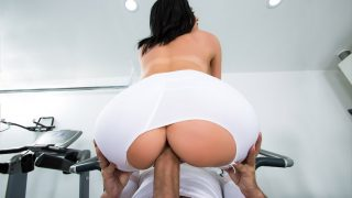 Brazzers – Gym sesh turns into steamy forbidden sex