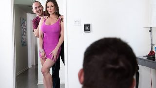 Brazzers – Sexy wife offers to help